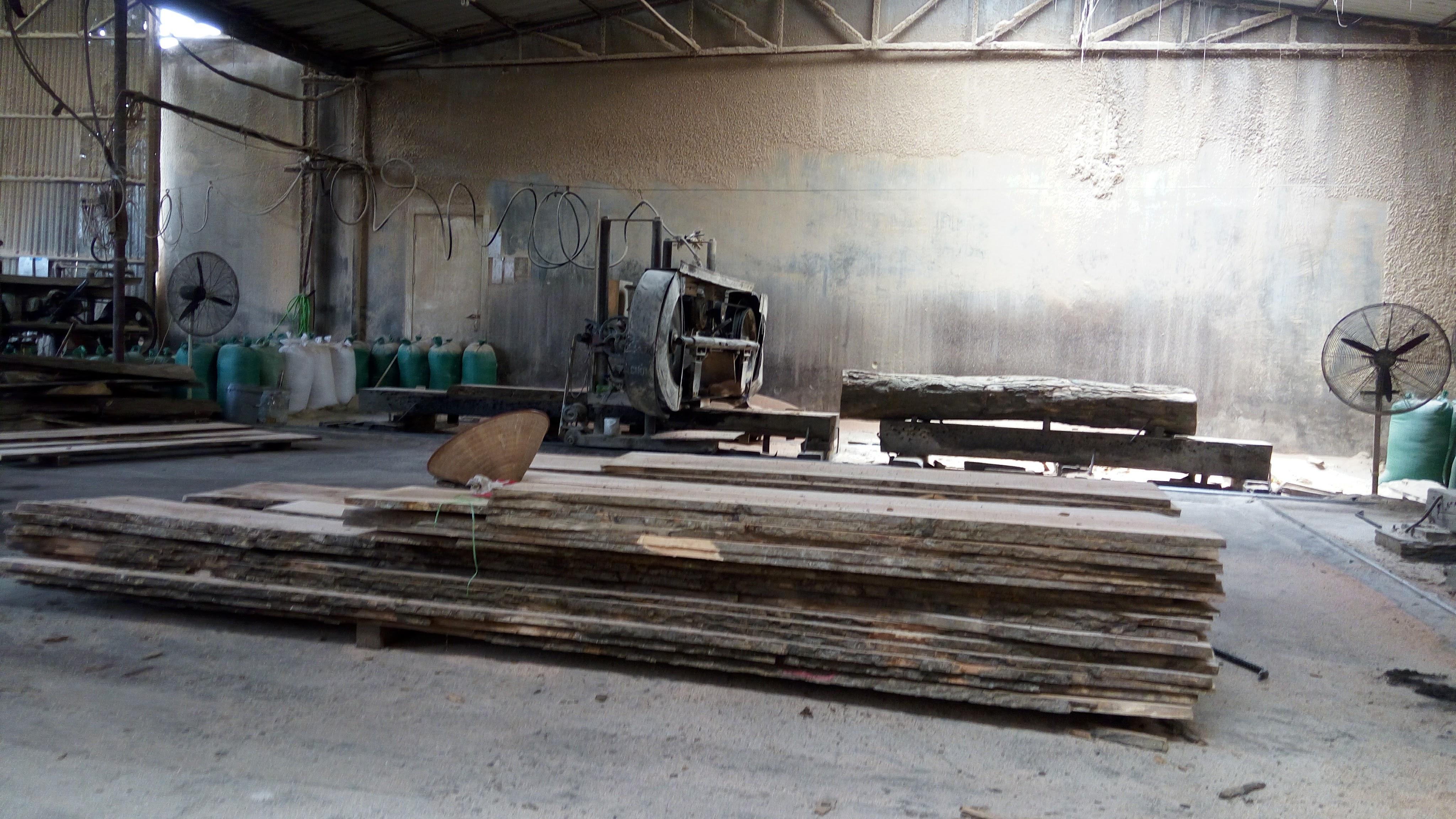 Xưởng gỗ Tản Viên