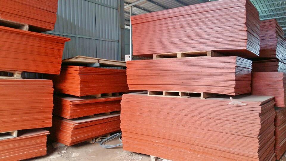 gỗ dán phủ keo đỏ